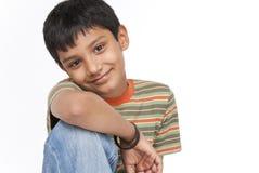 Indiańska chłopiec wewnątrz indoors Obraz Royalty Free