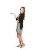 A indicação asiática lateral da mulher distribui a vista Imagens de Stock Royalty Free