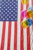 Indicador americano y globos Fotos de archivo libres de regalías