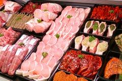 Indicador da carne de porco na loja de carniceiro Foto de Stock Royalty Free