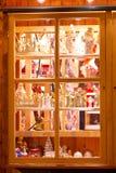 Indicador da loja com decoração do Natal - weihnachtlicher Dekoration do mit de Fenster Fotos de Stock Royalty Free
