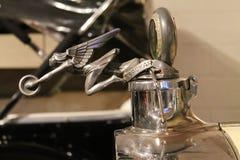 Indicador de agua del coche y tapón de relleno americanos clásicos fotos de archivo
