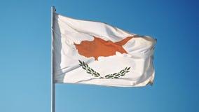 Indicador de Chipre Bandera oficial chipriota que agita suavemente en el viento almacen de metraje de vídeo