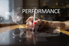 Indicador de desempenho na tela virtual Kpi Estratégia do crescimento do negócio Foto de Stock