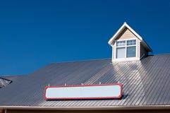 Indicador de Dormer no telhado do metal fotos de stock