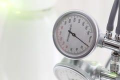 Indicador de la presión arterial Imagenes de archivo