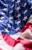 Indicador de los E Indicador americano Viento que sopla de la bandera americana Cuarto - 4to de julio Fotos de archivo