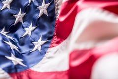 Indicador de los E Indicador americano Viento que sopla de la bandera americana Cuarto - 4to de julio Imagen de archivo libre de regalías
