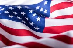 Indicador de los E Indicador americano Viento que sopla de la bandera americana Primer Tiro del estudio Imagen de archivo libre de regalías