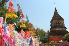 Indicador de papel del color para la adoración de Buddha Foto de archivo