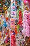 Indicador de papel del color para la adoración de Buddha Fotos de archivo