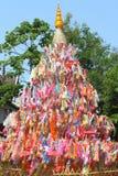 Indicador de papel del color para la adoración de Buddha Fotografía de archivo