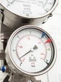 Indicador de presión e indicador llano en suministro de gas del líquido criogénico fotografía de archivo libre de regalías