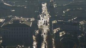 Indicador decorativo de um tenement histórico Paisagem de surpresa da cidade coberta pela névoa que levanta-se da planície no out fotografia de stock royalty free