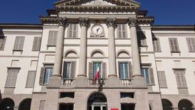 Indicador decorativo de um tenement hist?rico A galeria de arte e a academia das belas artes nomearam Accademia Carrara video estoque