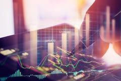 Indicador del mercado de acción y opinión de datos financieros del LED doble Foto de archivo libre de regalías