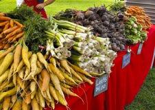 Indicador dos vegetais no mercado dos fazendeiros fotos de stock