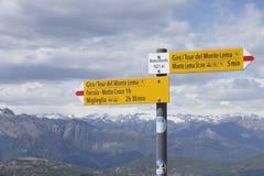 Indicador en la montaña Suiza de Monte Lema imagen de archivo libre de regalías