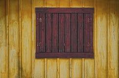 Indicador envelhecido sobre com parede de madeira Imagem de Stock
