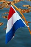 Indicador holandés que cuelga sobre un canal Imágenes de archivo libres de regalías