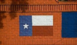 Indicador pintado de Tejas en la pared de ladrillo Fotos de archivo libres de regalías