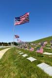 Indicadores americanos en el cementerio nacional imagenes de archivo
