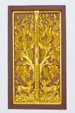 Indicadores de madeira de cinzeladura dourados fotografia de stock