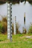 Indicadores de nível de água da inundação imagens de stock royalty free