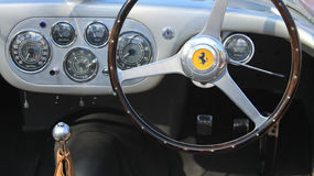indicadores interiores del tablero de instrumentos de Ferrari de los años 50 Imagen de archivo libre de regalías