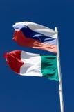 Indicadores nacionales de Rusia y de Italia Imagenes de archivo