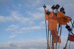 Indicadores y cloudscape anaranjados imagenes de archivo