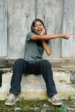Indicare adolescente dai capelli lunghi Fotografia Stock Libera da Diritti