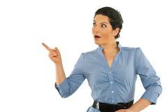 Indicare busineswoman sorpreso via Fotografia Stock