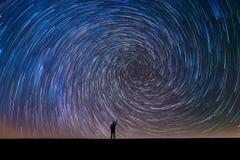 Indicare le tracce a spirale del nord della stella immagine stock