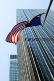 Indicateur américain au-dessus de Manhattan Photographie stock libre de droits