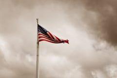 Indicateur américain déchiré en lambeaux Photos stock