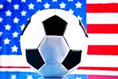 Indicateur américain et bille de football Photo libre de droits