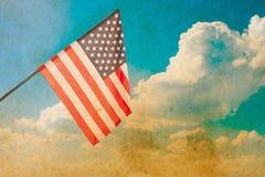 Indicateur américain sur le ciel bleu Photographie stock