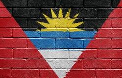 Indicateur de l'Antigua et du Barbuda sur le mur de briques Photographie stock libre de droits