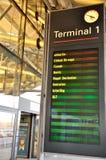 Indicateur de panneau du terminal 1 d'aéroport de Hambourg, Allemagne Image libre de droits