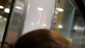 Indicateur de plancher de Digital dans l'ascenseur banque de vidéos