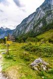 Indicateur de poteau indicateur en montagnes Koenigssee, Konigsee, parc national de Berchtesgaden, Bavi?re, Allemagne images stock