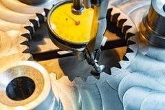 Indicateur de type levier en industrie mécanique pour l'alignement précis des parties le long de l'axe image libre de droits