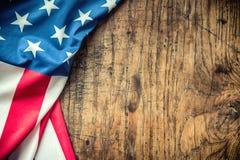 Indicateur des Etats-Unis Indicateur américain Drapeau américain se trouvant librement sur le conseil en bois Tir en gros plan de Photo libre de droits