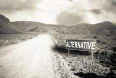 Indicateur sur la route de montagne dans le Tadjikistan Route de Pamir toned image stock