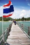 Indicateur thaï sur le ciel Photographie stock libre de droits