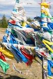 Indicateurs bouddhistes de prière sur le passage de montagne Photographie stock