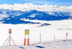 Indicateurs de l'information sur l'onguent de Hohe de montagne Soll, Tyrol, Autriche Photos stock