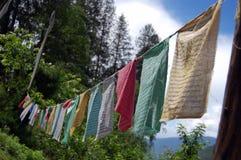 Indicateurs de prière au Bhutan Photos stock