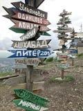 Indicateurs des villes sur la montagne Mashuk images stock